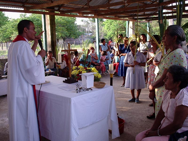 <b>Oblates in Colombia 2</b><br>The Oblates always present with the people who need them.<br>Oblatos de Colombia<br>May 9th, 2005