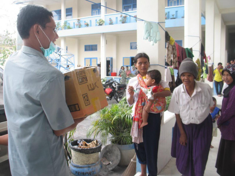 <b>Erupción del Merapi - Los escolásticos visitan a las víctimas</b><br>14 Noviembre 2011
